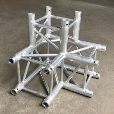 Tweedehands Milos QLU30 truss vierkant 3-weg